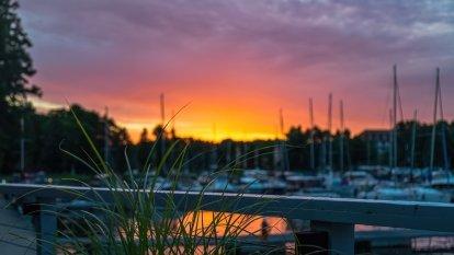 Wschód słońca nad zatoką Tracz